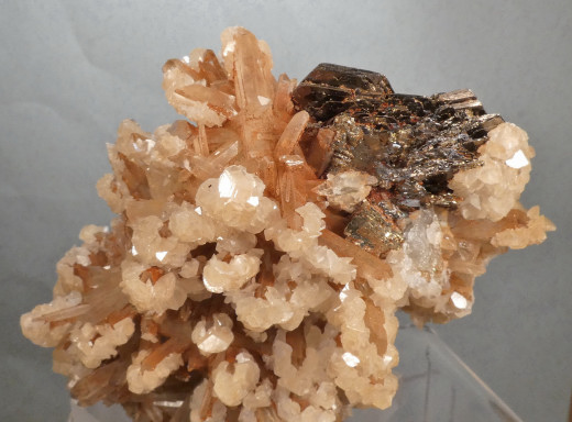 Pyrrhotite and Calcite on Quartz